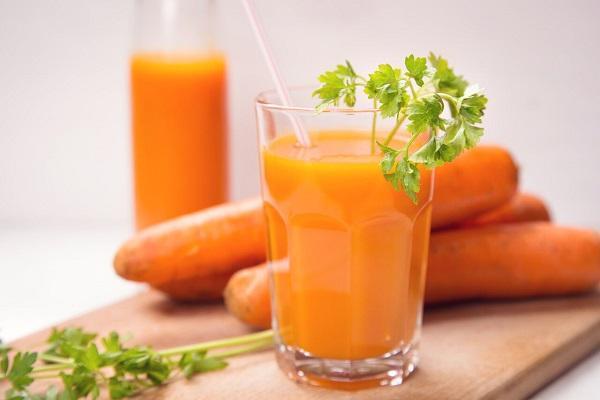 8 مزایای چشمگیر آب هویج؛ از درمان پیر چشمی تا کبد چرب
