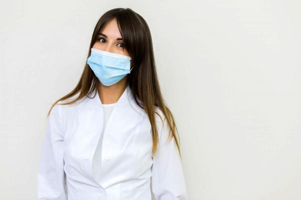 ماسک زدن در هوای گرم این خطر جدی را برای پوست دارد